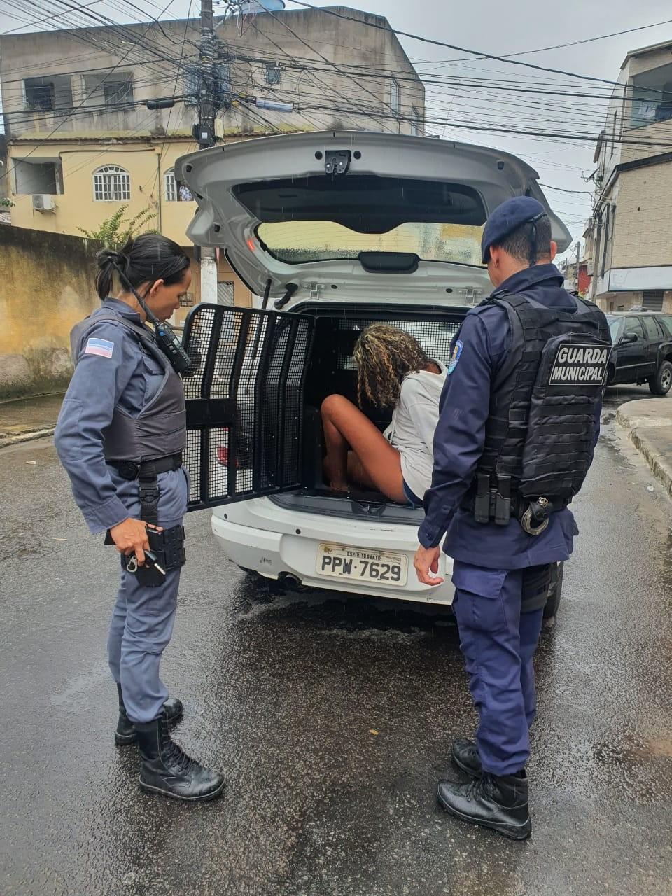 Adolescente é apreendida após esconder drogas na calcinha em Vila Velha, ES