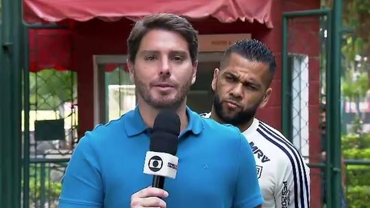 """Daniel Alves """"faz as pazes"""" com imprensa após declaração polêmica no domingo"""