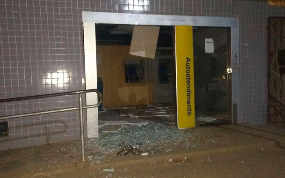 Bandidos explodiram caixas eletrônicos em Camamu, no baixo sul da Bahia (Foto: Arquivo Pessoal)