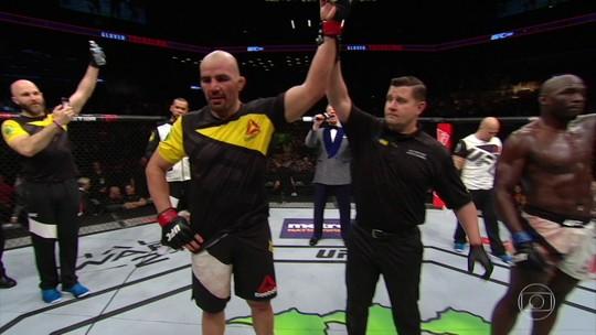 Glover Teixeira faz luta estratégica e retoma caminho das vitórias no UFC