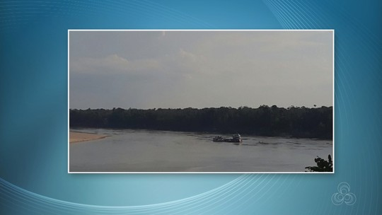 Barco tomba depois de bater contra pedra no Rio Juruá, no AM