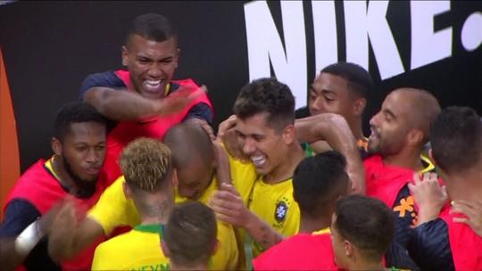 Gol do Brasil! Neymar bate córner e Miranda desvia para as redes, aos 47 do 2º tempo