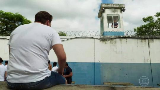 Final 'Pro Dia Nascer Feliz': Caio sofre acidente e acaba preso