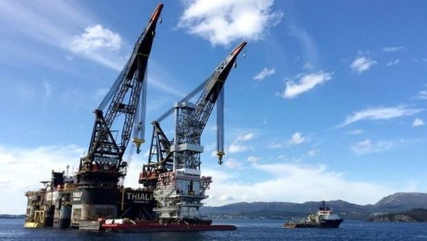 Os grupos ambientais acreditam que a exploração de novas áreas no Ártico para a perfuração petrolífera 'piorará os efeitos já catastróficos da mudança climática' globalmente (Foto: Reuters via BBC)