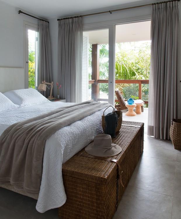 Mesmo os quartos receberam apenas o mínimo necessário para o conforto, sem nenhum excesso que pudesse ofuscar a beleza natural ao redor (Foto: Cacá Bratke/Divulgação | Produção Deborah Apsan)
