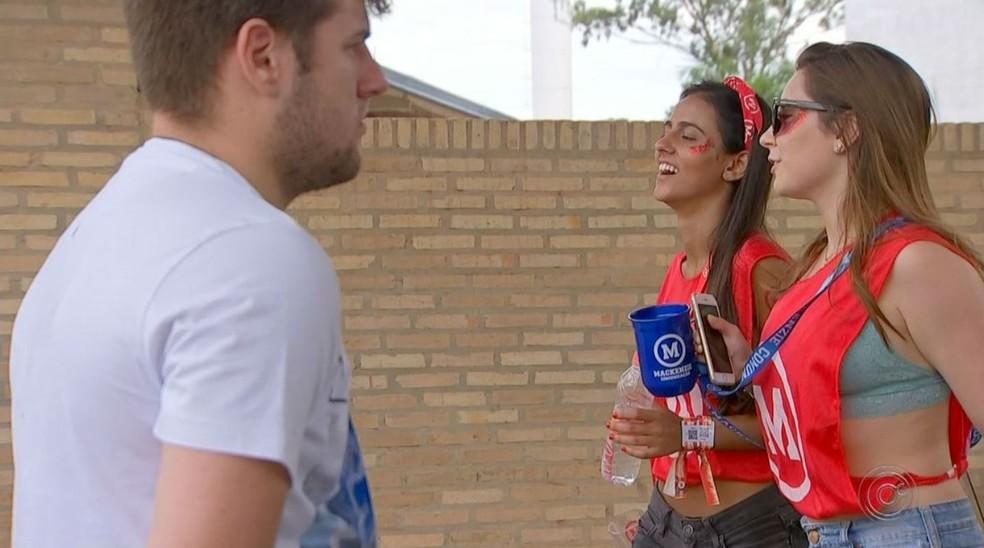 Vesibulando e estudantes participantes do evento esportivo dividiram espaço no câmpus da faculdade particular onde aconteceu primeira fase da Vunesp — Foto: TV TEM/Reprodução
