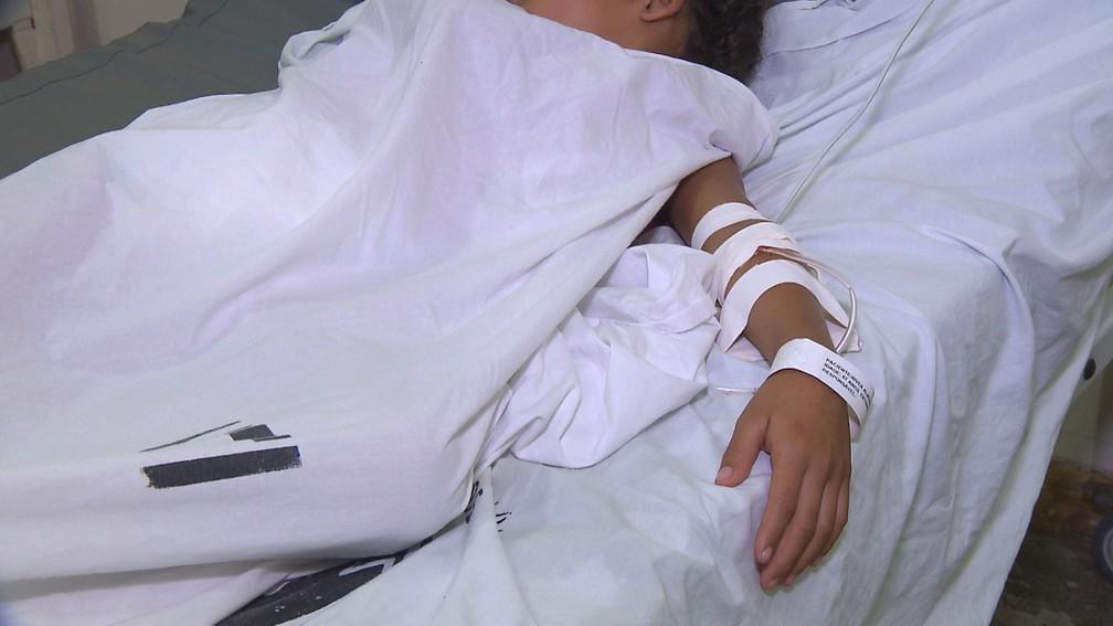 Após pai usar veneno para matar piolhos, três crianças deram entrada com intoxicação por veneno, Hospital de Trauma de Campina Grande. (Foto: Reprodução/TV Paraíba)