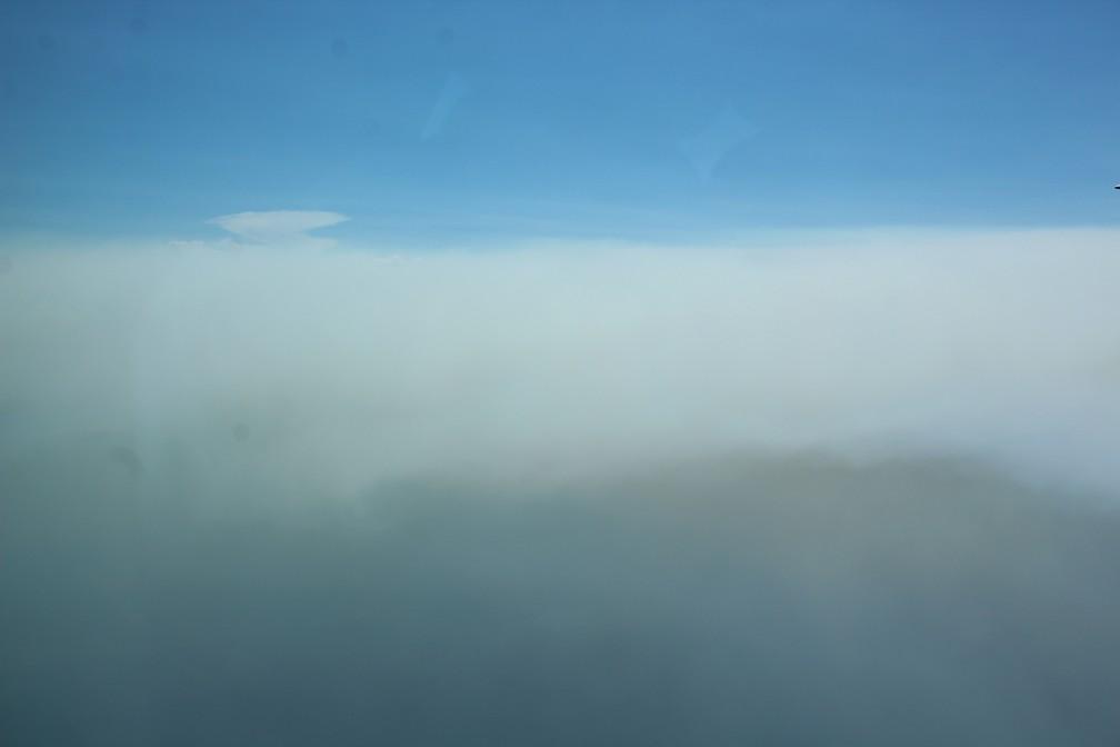 Fumaça de queimadas se mistura com nuvem no sul do Amazonas — Foto: Jonatas Boni/G1