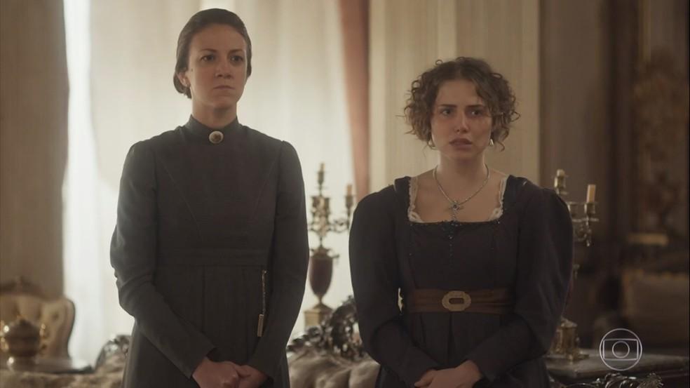 Leopoldina (Letícia Colin) mostra que é uma imperatriz e tanto, quando enquadra Domitila (Agatha Moreira) e a põe na rua, em 'Novo Mundo' — Foto: TV Globo