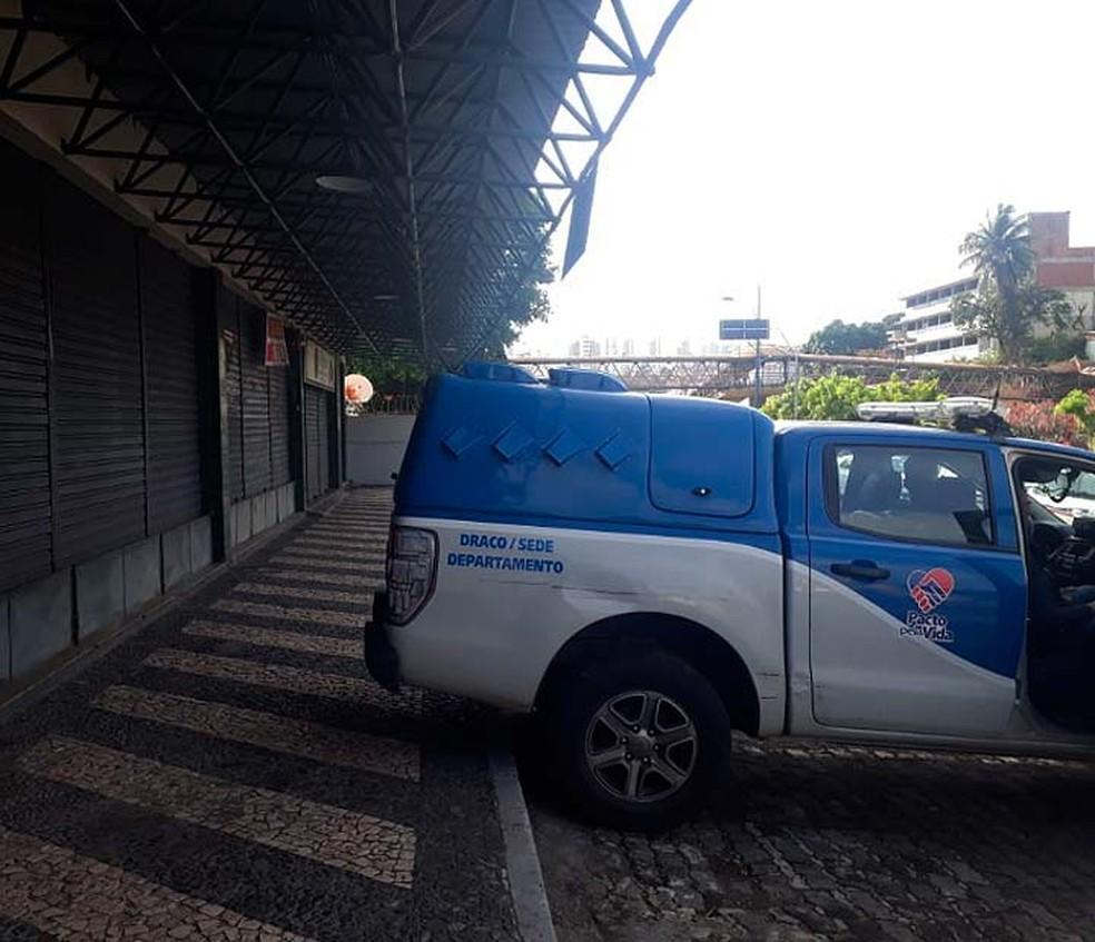 Viatura da Polícia Civil durante a Operação Mosaico, em Salvador — Foto: Andrea Silva/TV Bahia