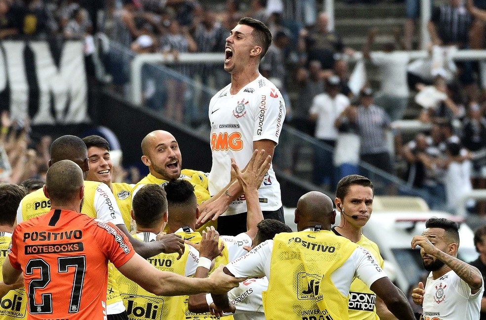 """Danilo Avelar, um dos jogadores """"resgatados"""" por Carille em título do Corinthians — Foto: Marcos Ribolli"""