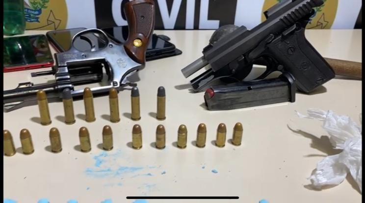 Quatro pessoas são presas por tráfico de drogas e porte ilegal de arma de fogo em Juiz de Fora