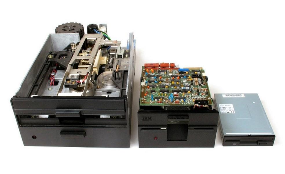 Unități de dischetă 8, 5,25 și 3,5 - Foto: Comunicat de presă / IBM