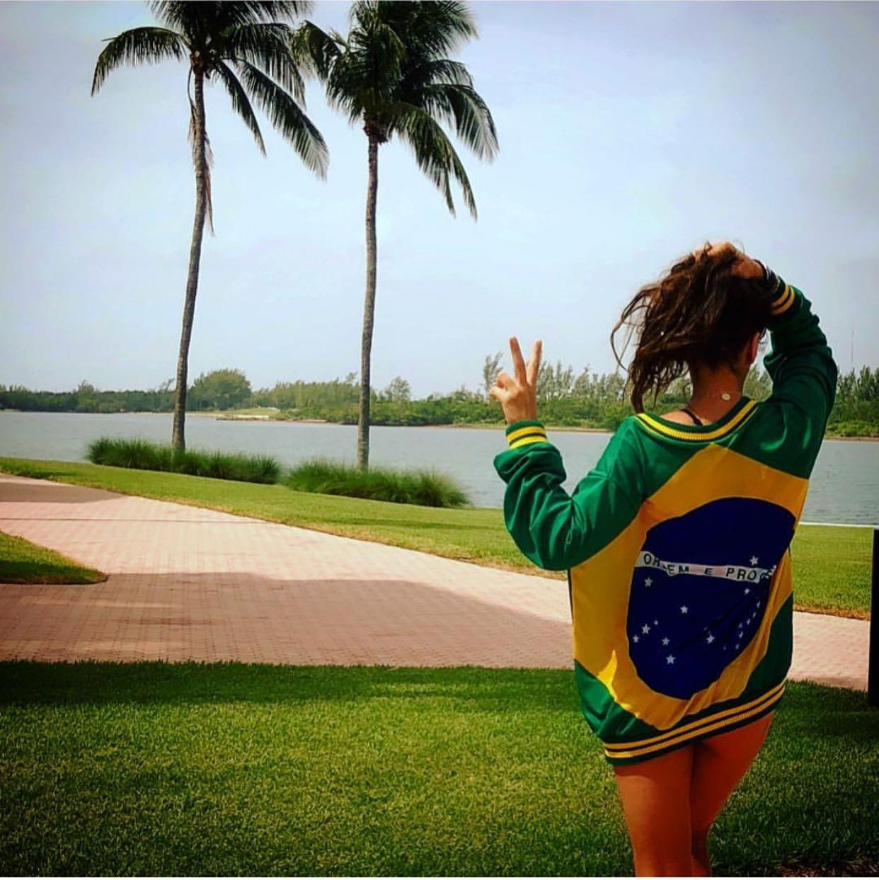 Adriane Galisteu: Vamos com tudo Brasil! (Foto: Reprodução/Instagram)