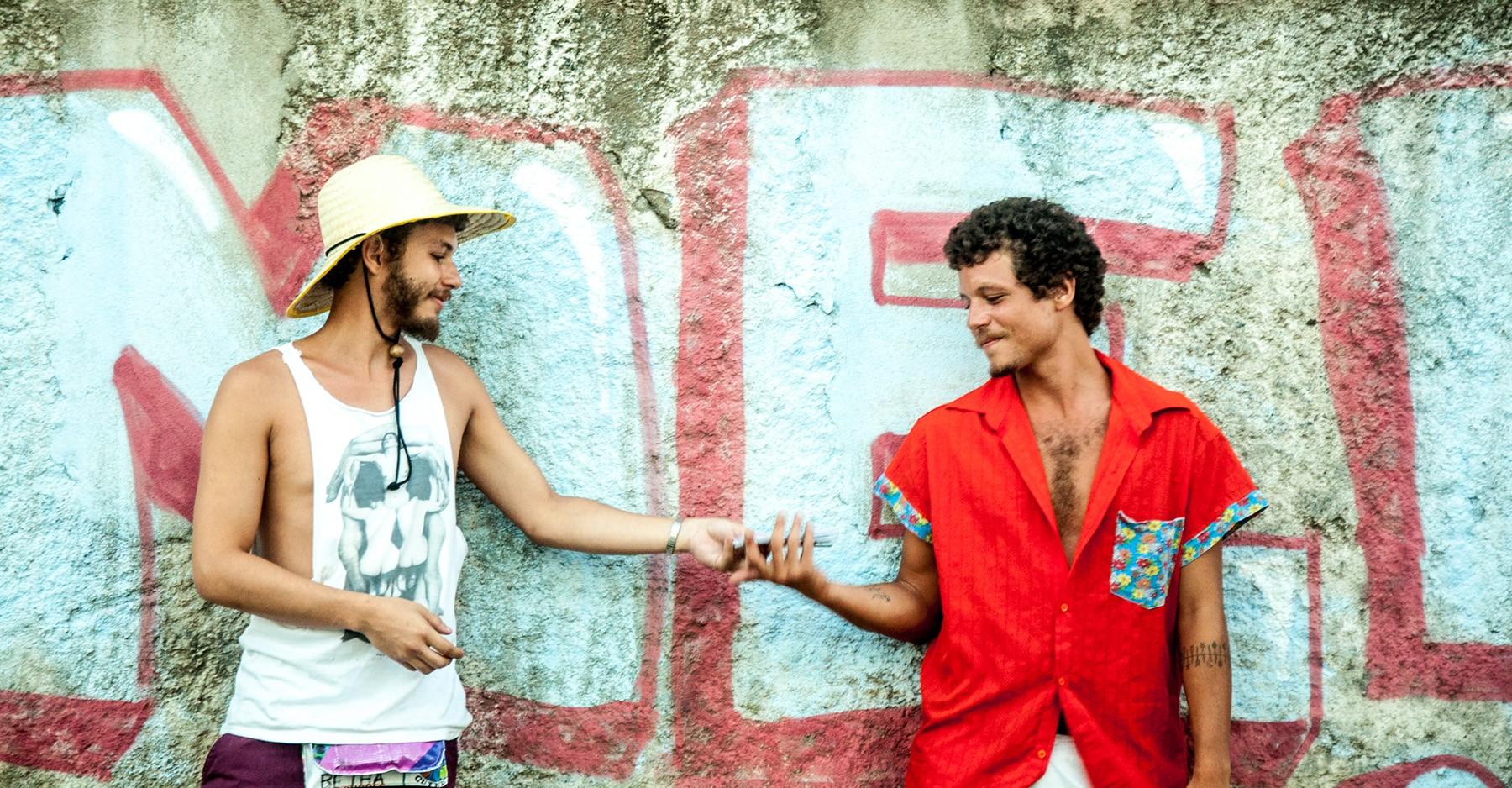 Chico Chico ainda ecoa a mãe Cássia Eller em álbum com João Mantuano