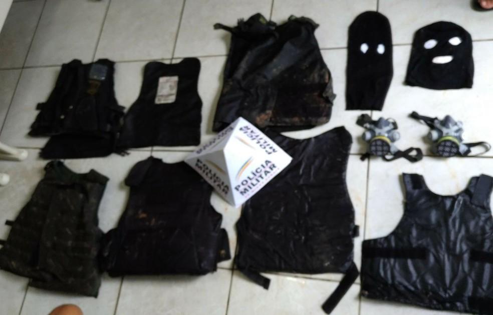 Material foi encontrado na casa dos suspeitos, em Almenara (Foto: Polícia Militar/Divulgação)