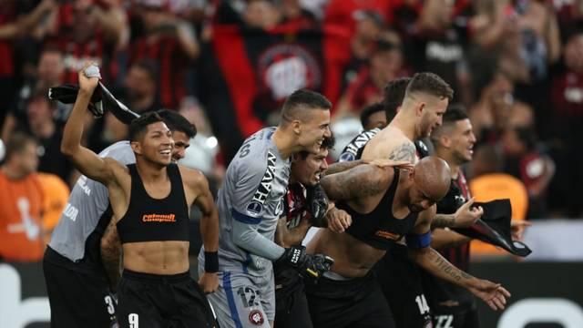 """Jogadores comemoram antes de """"maratona"""" em 2019"""