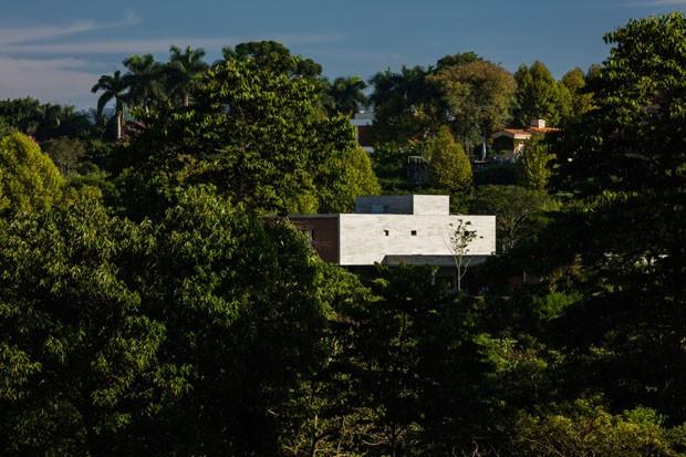 Uma casa de campo acolhedora sem perder o horizonte de vista (Foto: Nelson Kon)