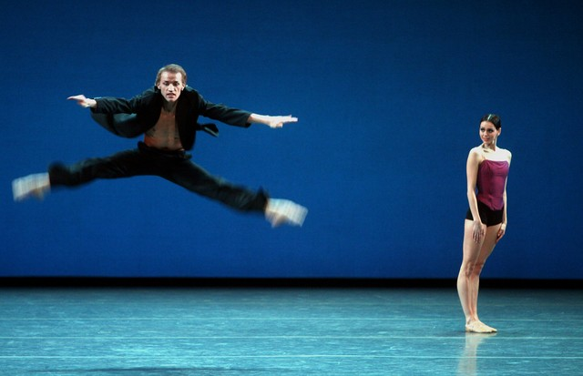 """Stars of the 21st Century: International Ballet Gala"" at New York State Theater on Monday night, February 11, 2008.This image;Anastasia Matvienko and Denis Matvienko performing Edward Clug's ""Radio and Juliet."" (Photo by Hiroyuki Ito/Getty Images) (Foto: Getty Images)"