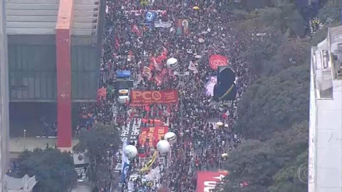 Milhares voltam às ruas em todos os estados e no DF em manifestações contra Bolsonaro e pela vacina