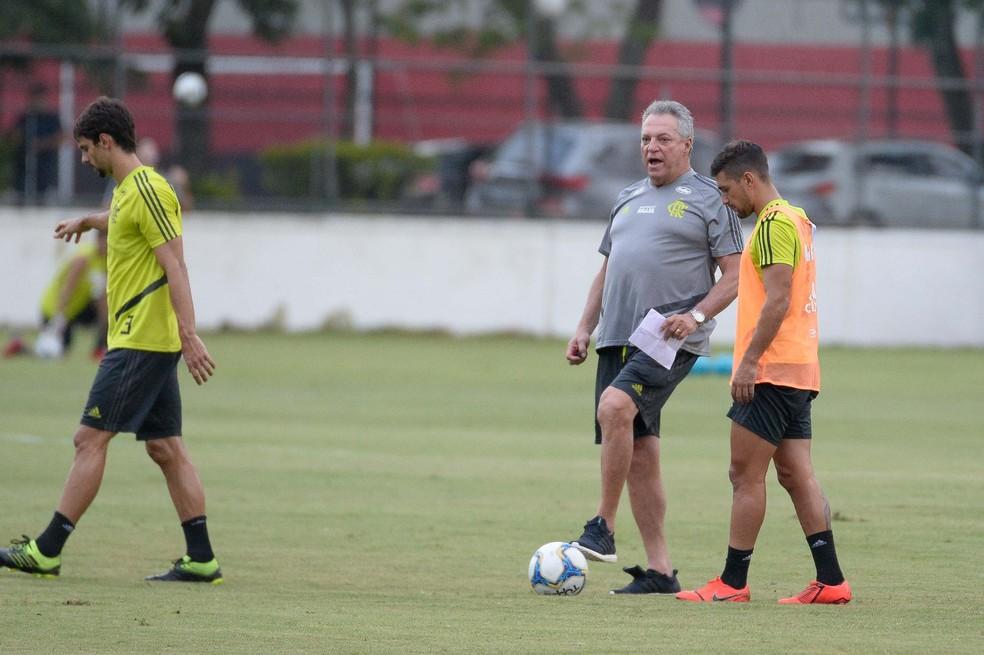 Arrascaeta e Abel Braga: início difícil com ex-treinador — Foto: Alexandre Vidal / Flamengo