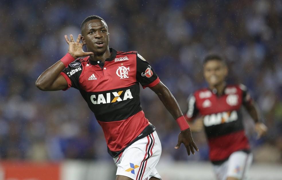 Emelec x Flamengo - Vinicius Jr. (Foto: Dolores Ochoa/AP)