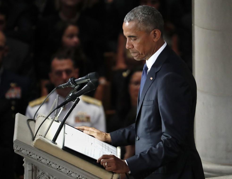 O ex-presidente Barack Obama fala em cerimônia em homenagem ao senador John McCain, em Washington, nos EUA (Foto: AP Photo/Pablo Martinez Monsivais)