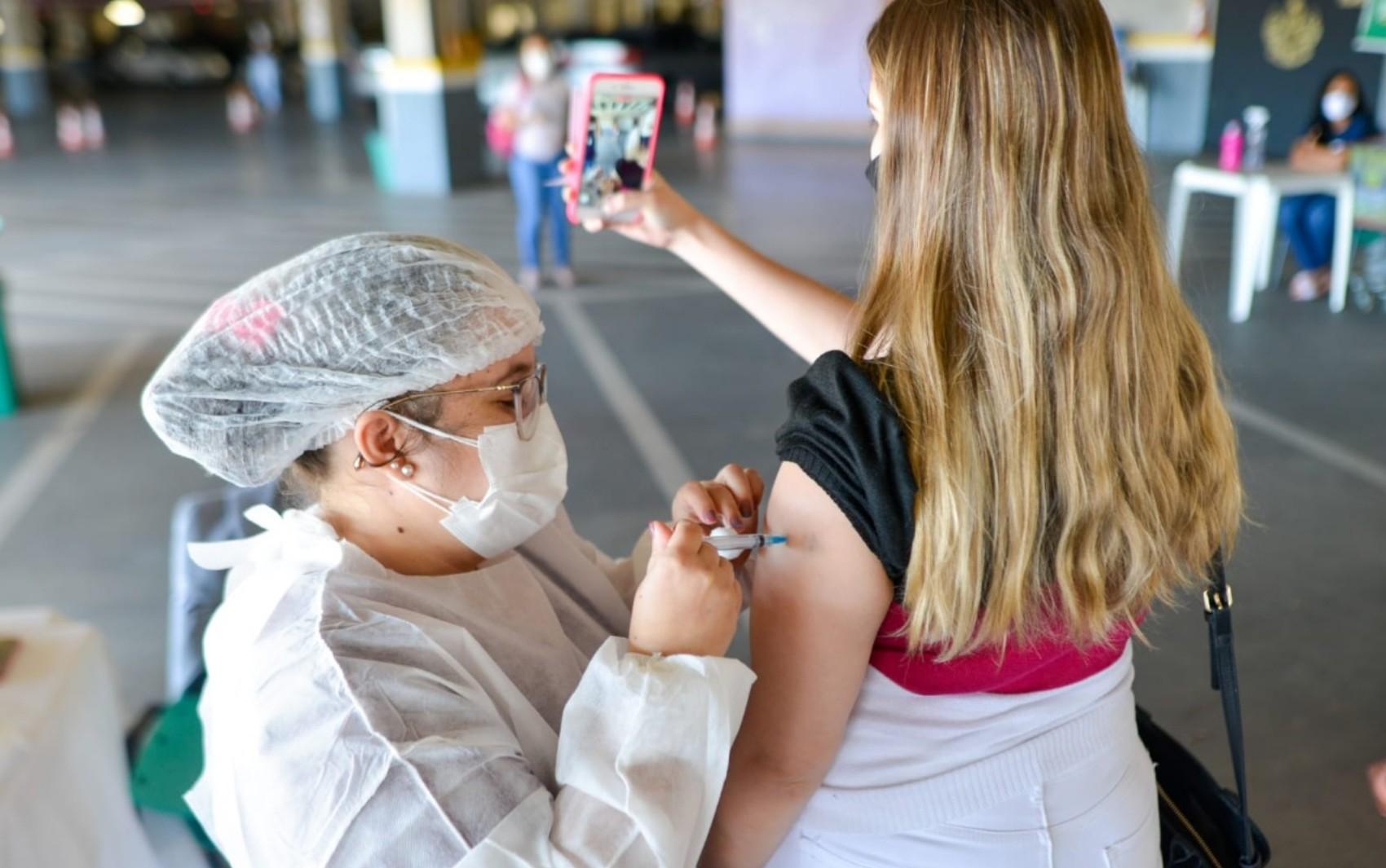 Goiânia continua vacinação contra a Covid em adolescentes a partir de 12 anos com comorbidades ou deficiências