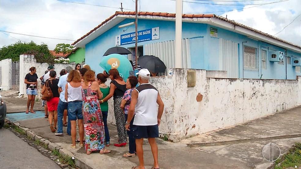 População em fila para conseguir vacina contra a gripe em posto de saúde de Natal (Foto: Reprodução/Inter TV Cabugi)