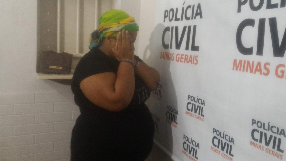 Aline Roberta Fagundes contou em entrevista coletiva que participou do crime por amor (Foto: Bárbara Almeida/G1)