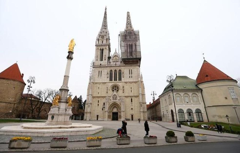 A Catedral de Zagreb sofreu danos provocados pelo terremoto que atingiu a capital da Croácia neste domingo — Foto: Antonio Bronic/Reuters