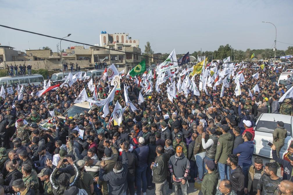 Funeral de Qassem Soleimani reúne milhares de pessoas — Foto: Nassen Nassen/Associated Press