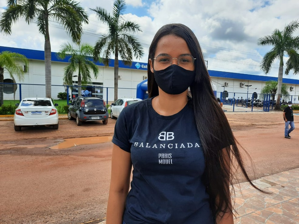 Poliana dos Santos Souza, 20 anos, participa da reaplicação do Enem 2020 em Rolim de Moura — Foto: Magda Oliveira/Rede Amazônica
