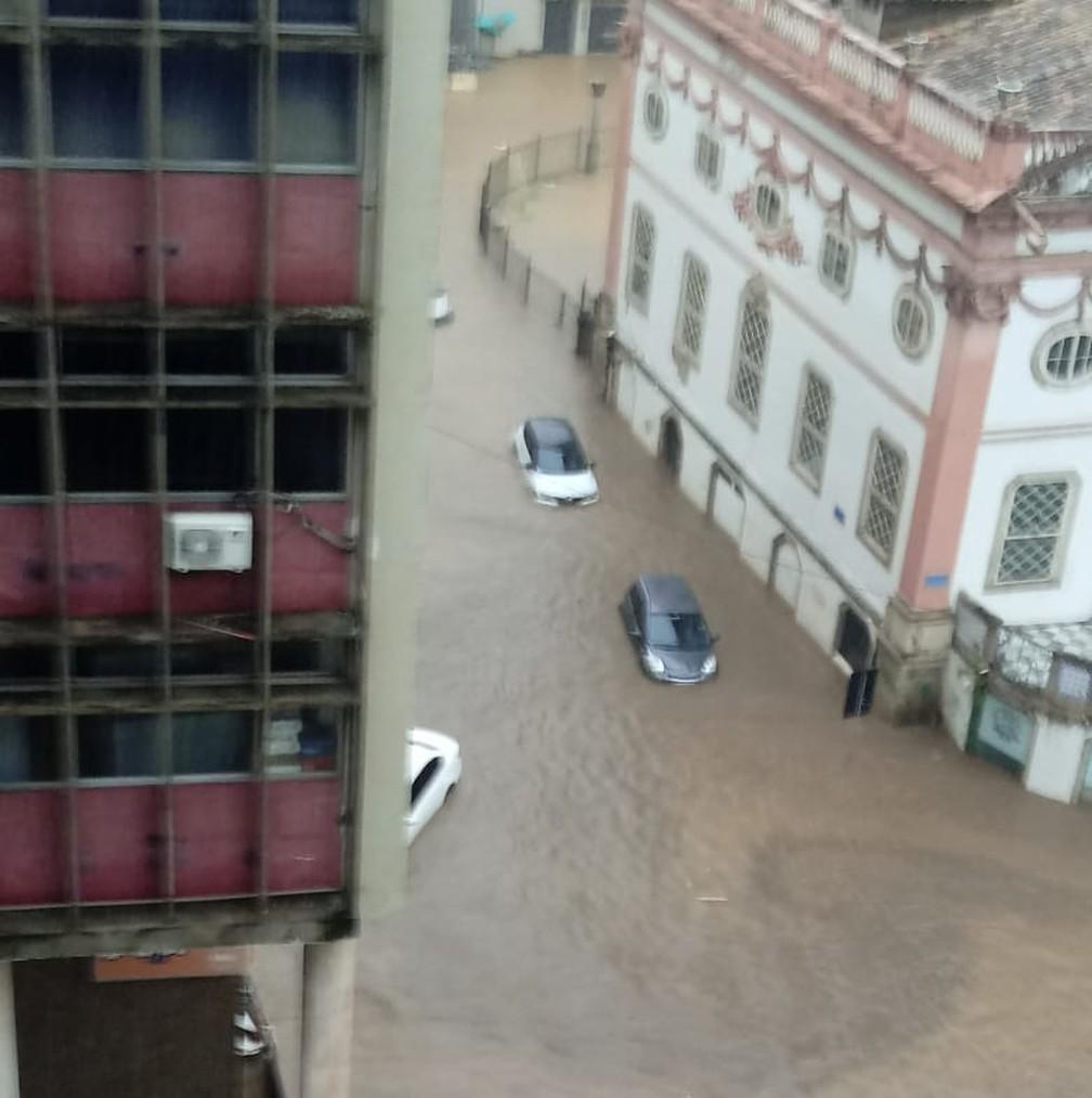 Alagamento no bairro do Comércio, em Salvador — Foto: Redes sociais