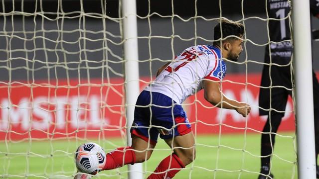 Alesson comemora gol marcado contra o Guabirá-BOL
