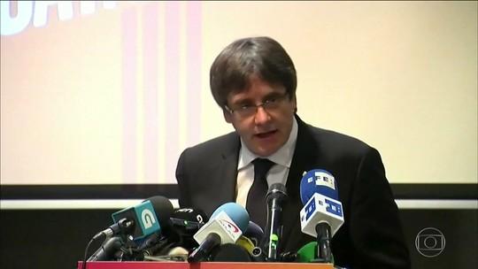 Espanha solta seis separatistas catalães, mas mantém dois ex-membros do governo regional na prisão