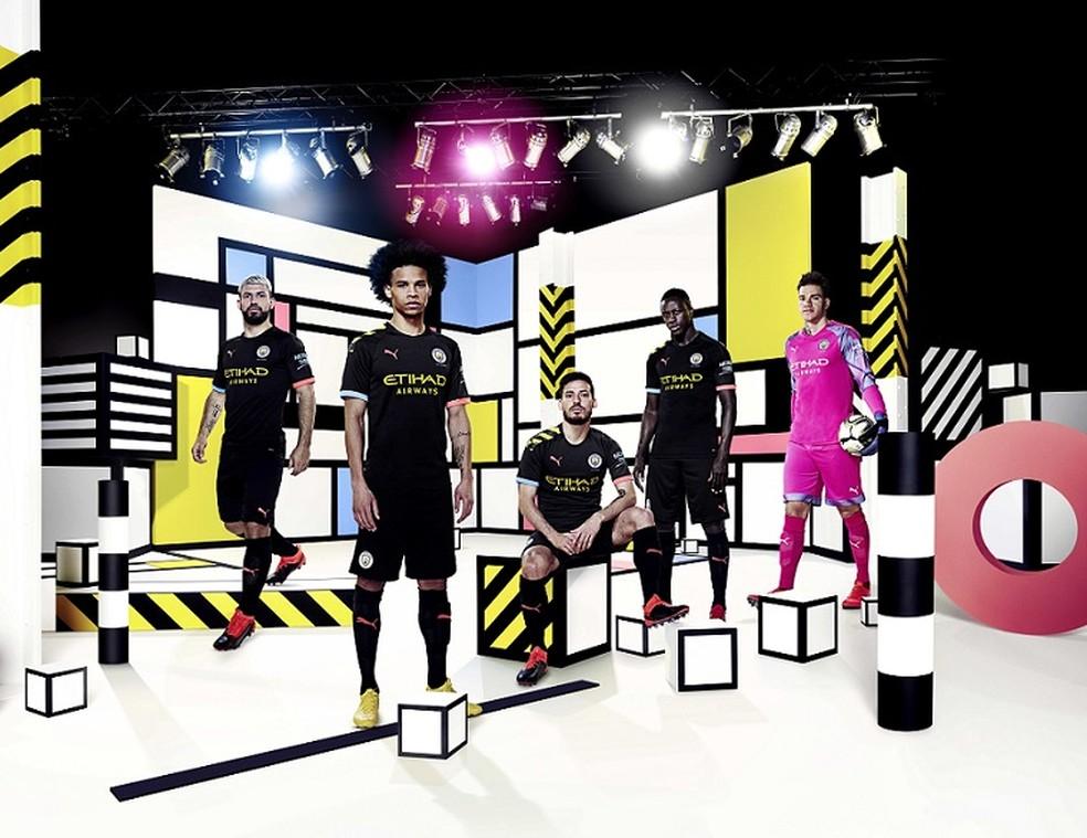 Manchester City Lanca Uniformes Com Novo Fornecedor De Material Esportivo Veja Video E Fotos Futebol Ingles Ge