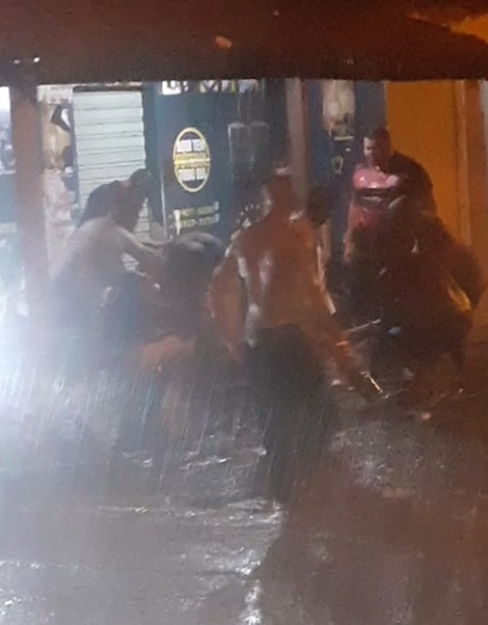 Homem é linchado após matar outro a tiros em bar da Zona Sul de Teresina — Foto: Reprodução