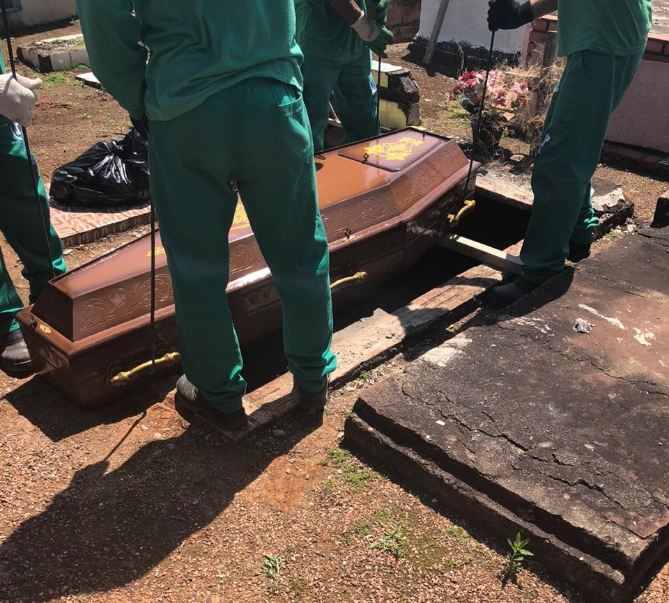 Após passar por perícia, corpo de mulher retirado de túmulo é sepultado pela 2ª vez em Gravataí - Notícias - Plantão Diário