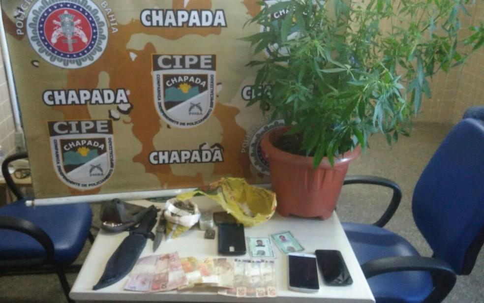 Porteiro de escola estadual liderava ponto de droga em Mucugê, conforme a polícia (Foto: Reprodução/SSP-BA)