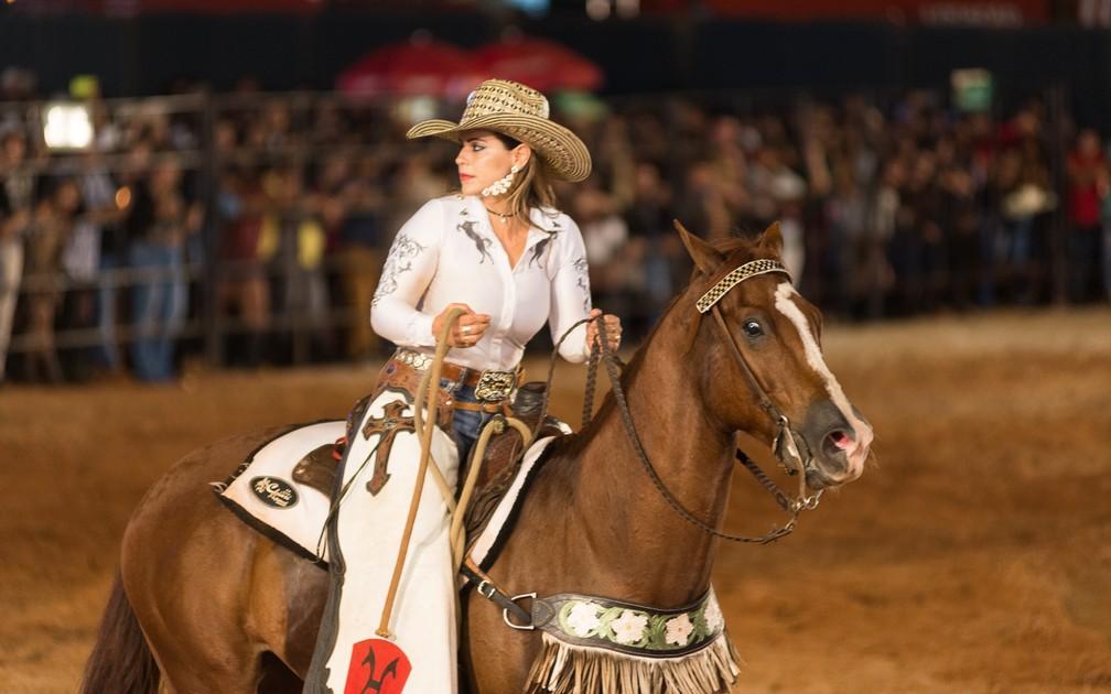 Ana Cláudia Garcia de Faria ficou conhecida como Ana Cláudia Madrinheiranos rodeios do país (Foto: Érico Andrade/G1)