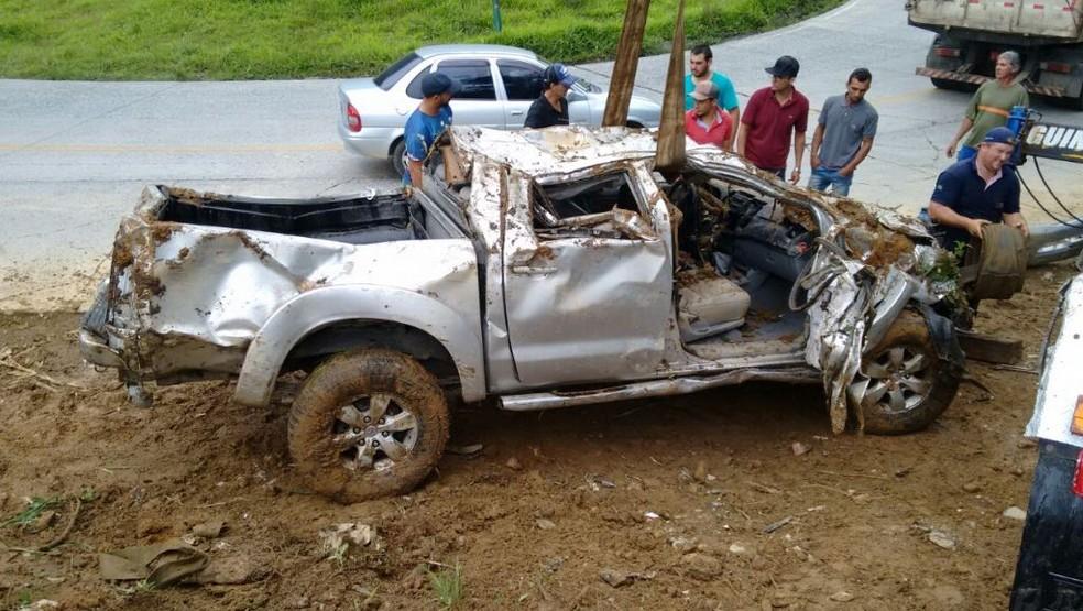 Caminhonete pode ter capotado, segundo PMRv (Foto: PMRv/Divulgação)