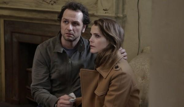 Keri Russell e Matthew Rhys em cena de 'The americans' (Foto: Reprodução)