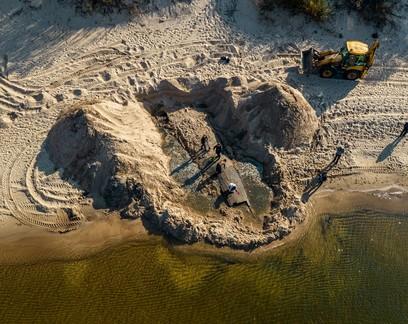 Embarcação de 12 metros do século 19 é descoberta em praia na Letônia