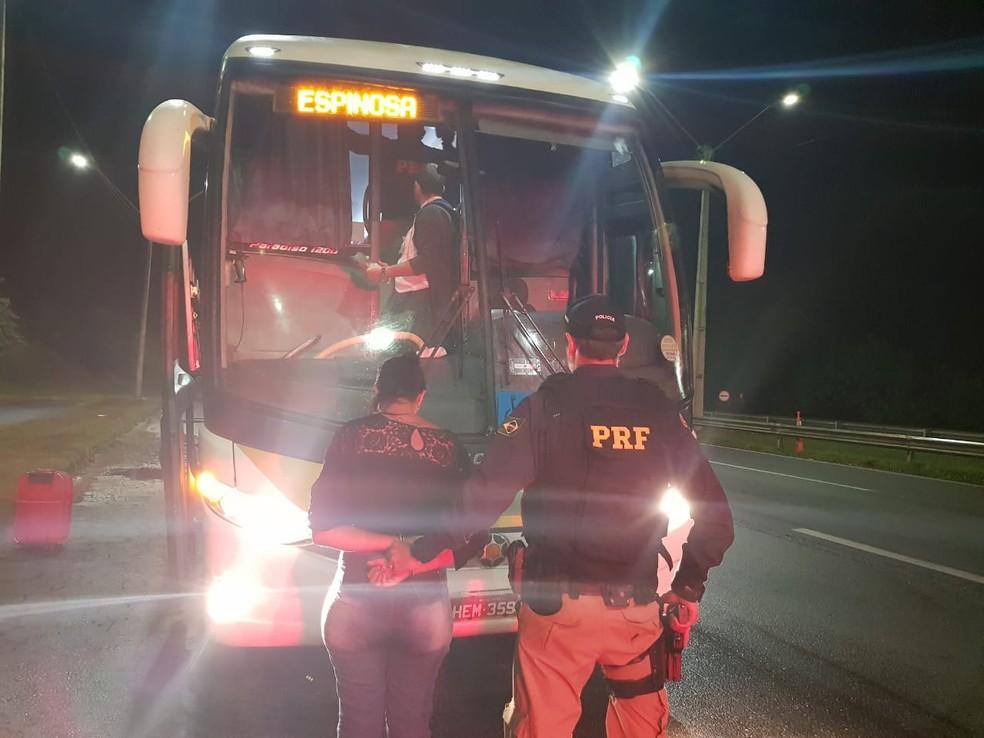 Mulher não informou de quem pegou a droga em São Paulo (Foto: Divulgação/ Polícia Rodoviária Federal)