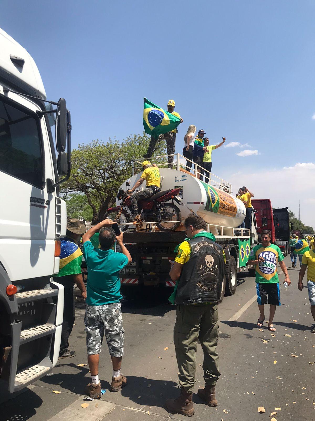 Caminhões no 7 de setembro em Brasília
