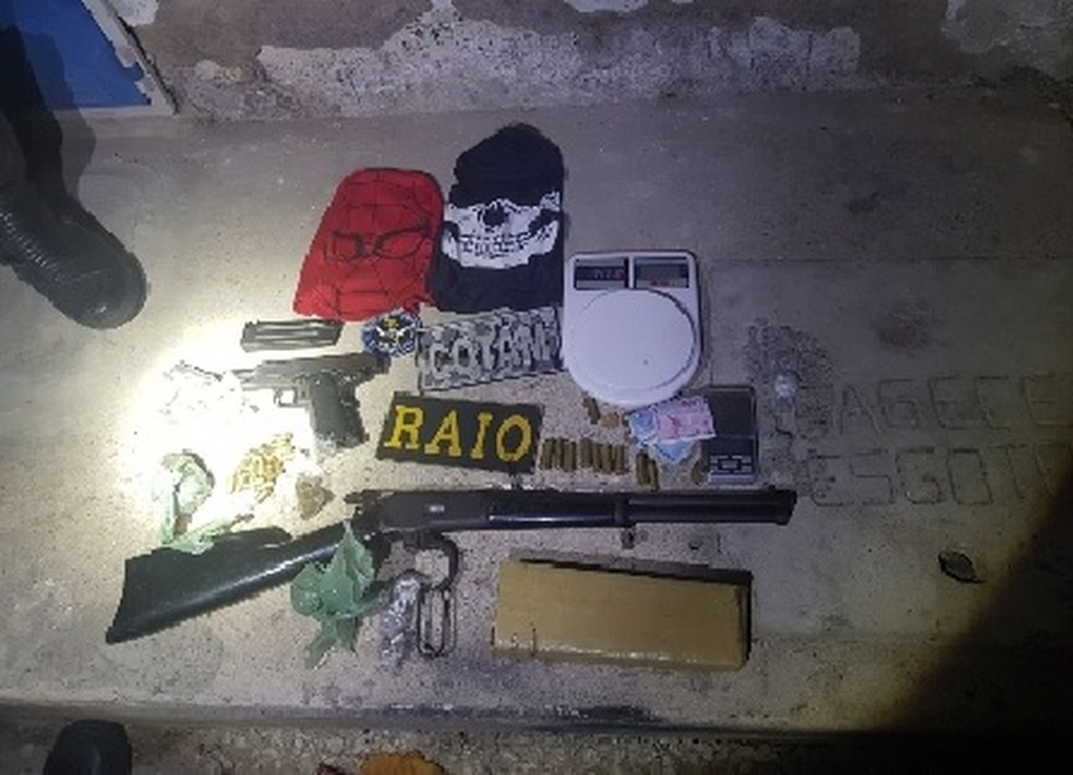 Suspeitos foram presos com armas e drogas (Foto: SSPDS/Divulgação)
