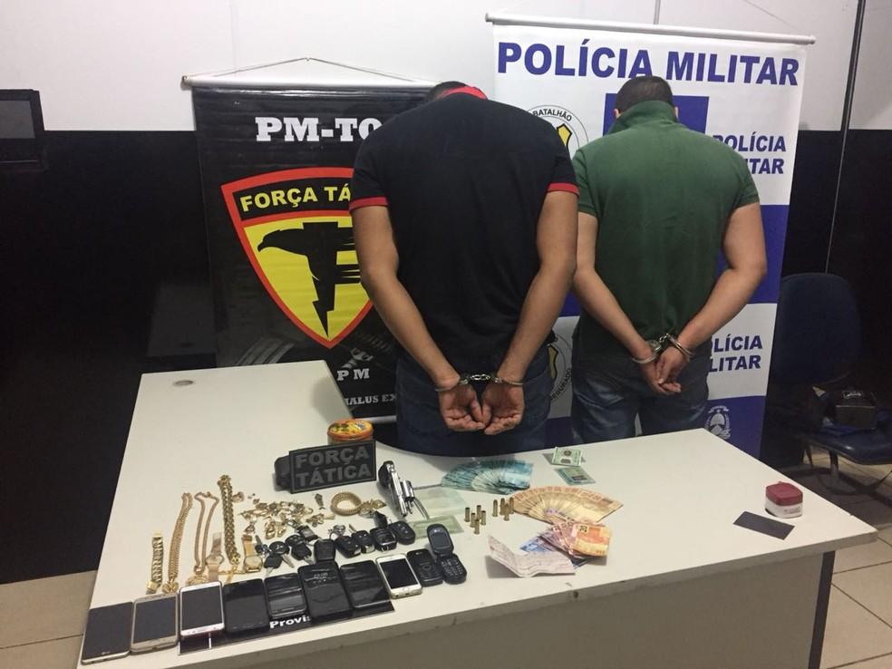 Dois suspeitos presos após troca de tiros com a polícia em Palmas (Foto: PM/Divulgação)