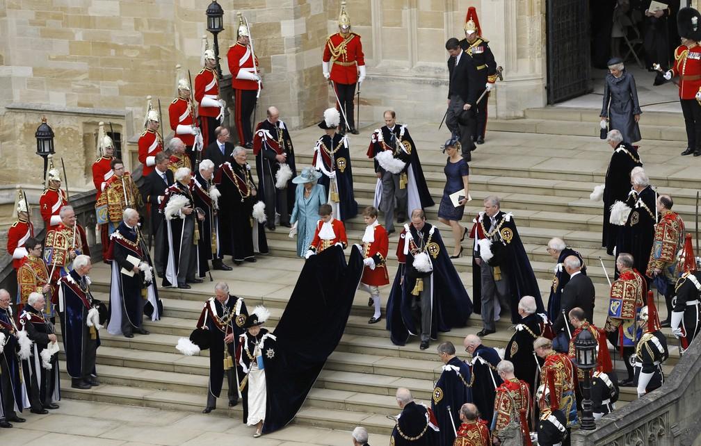 A rainha Elizabeth deixa a capela de St George após o serviço da Ordem da Jarreteira, em 2013 (Foto: Reuters/Kirsty Wigglesworth/Pool)