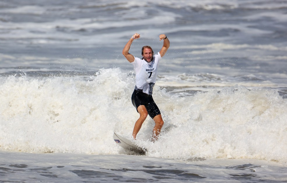 Owen Wright vibra ao conquistar o bronze — Foto: Lisi Niesner/Reuters